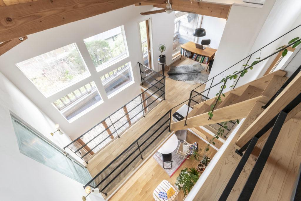 ロフトから1階まで、吹き抜けでつながる。どこにいても家全体の雰囲気を感じることができる。