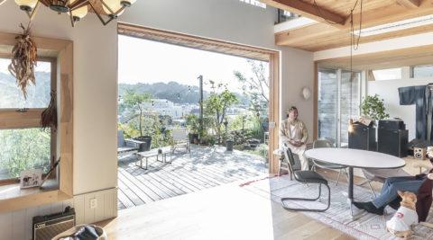 鎌倉の景色を一望自然とつながる湘南の家に都会的なエッセンスをプラス