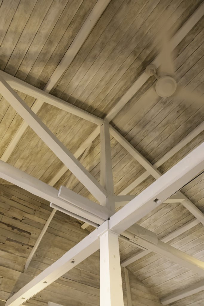 トラス構造がよくわかる梁。