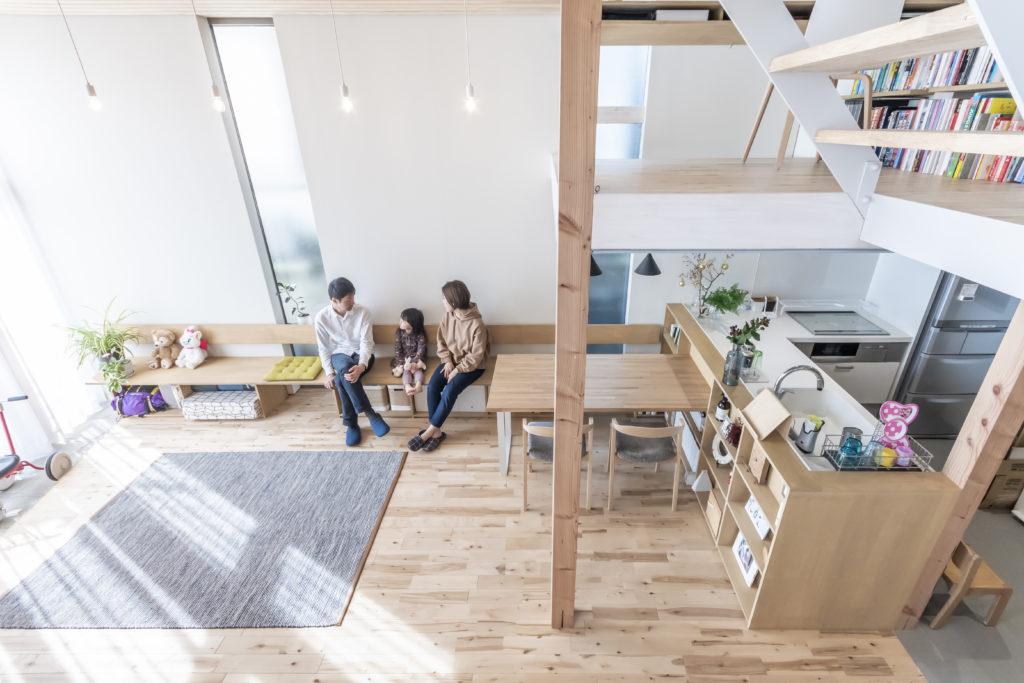 キッチンは奥さんの希望で作業をしながらお子さんの様子が見られるようにこのかたちに。