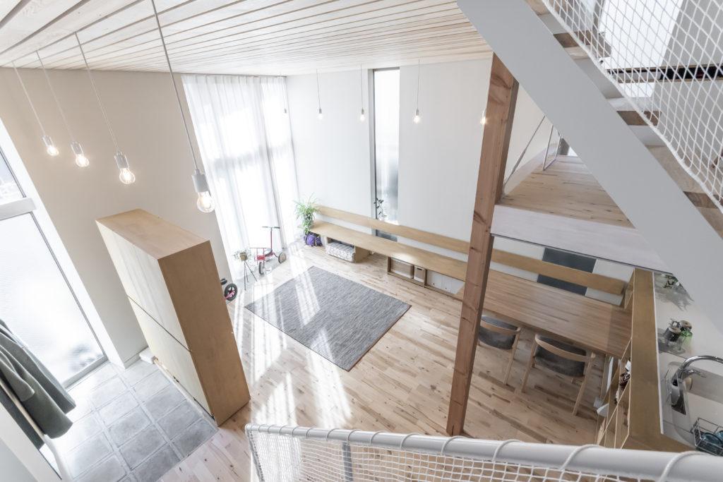 中2階から1階を見下ろす。