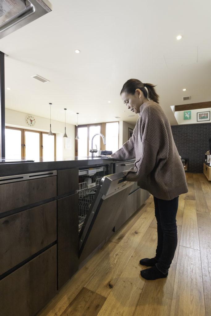 食器洗い機もミーレ。「大型なので、フライパンやボウルなどまで入り、とても便利です」(並子さん)