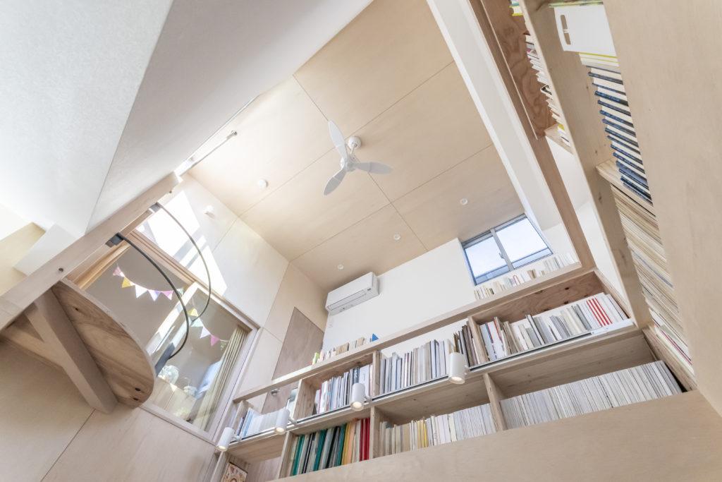 長女の部屋から突き出した円形の場所が小さいながらも空間のアクセントとなっている。