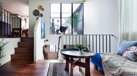 ヘーベルハウスの実例周囲を建物に囲まれた敷地でも、クロスフロアで明るく広々と暮らす