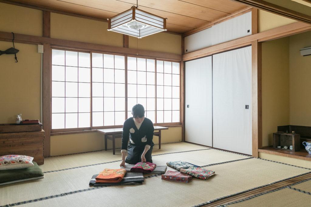 きもののコーディネイトを考える際、広い和室はとてもありがたい存在なのだとか。
