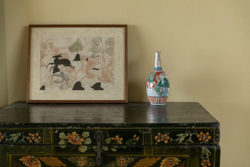 「箪笥はたぶん中国のものだと思います。宇都宮の古道具店で買いました」