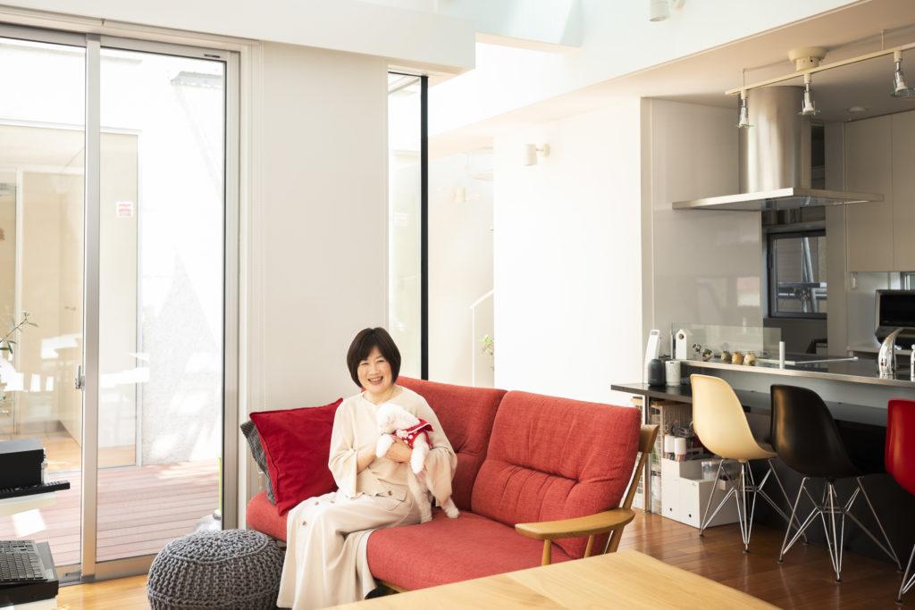 ブログ「ROOM COZY」が大人気。整理収納コンサルタントの須藤昌子さん。著書に「死んでも床にモノを置かない」(すばる舎)なども。