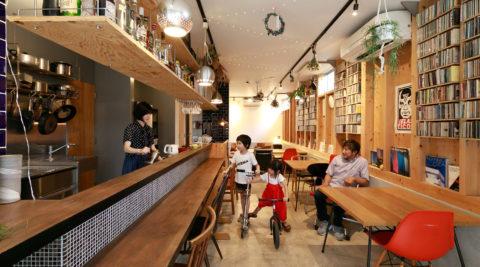 """""""間""""を紡ぐ建築家の自邸自在に姿を変える空間が暖かなコミュニティを育む"""