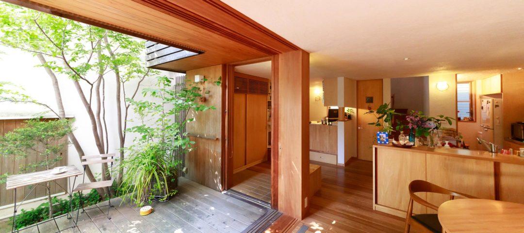 中庭はもうひとつの部屋 日々の小さな変化を愉しむ 自然の恵みで豊かな生活
