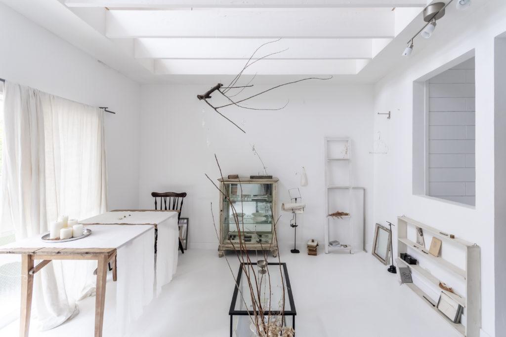 パリのエスプリを感じさせる溝江さんのギャラリー。オリジナルベアの制作の他、雑貨プロデュース、セミ量産型のプロダクト品などの開発を行う。2001年Ananö設立。