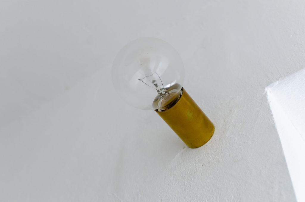 真鍮にこだわり、「TAiGA Lamp」でオーダーして作ってもらったブラケット。