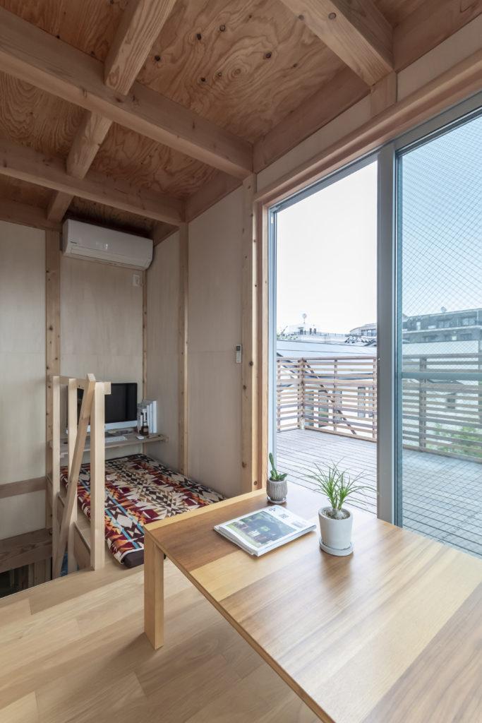 夫妻ともにお気に入りという塔屋スペース。晴れた日には横浜のランドマークタワーが見えるという。
