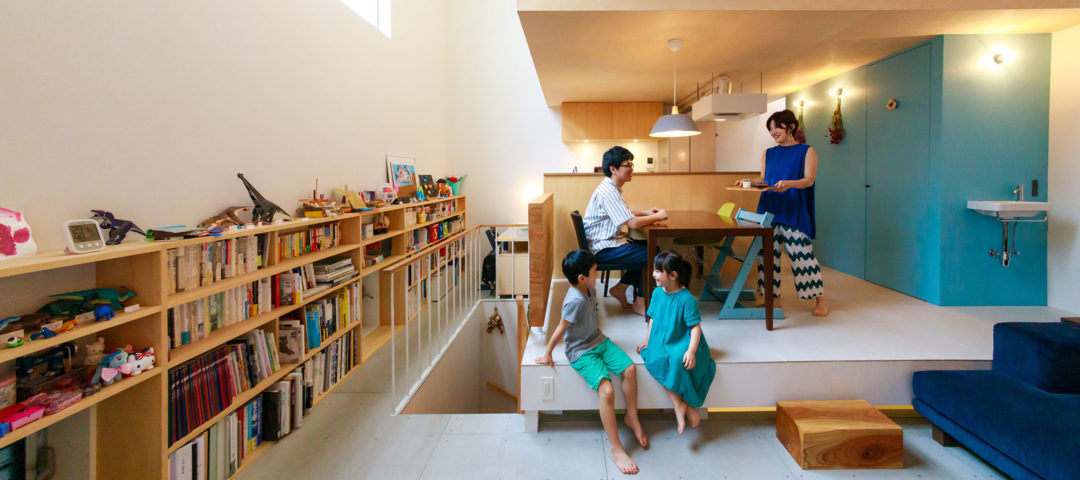 鉄骨造が叶えた大胆プラン 吹き抜けの大空間に 個室が浮かぶ家