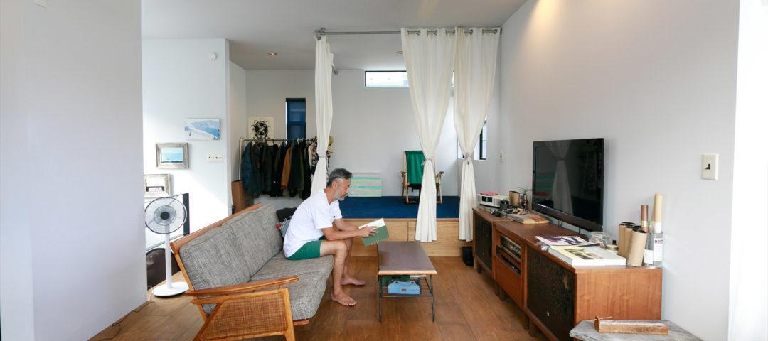 鎌倉のサーファーズハウス ブルーを効かせた アウトドアマンの海辺の拠点