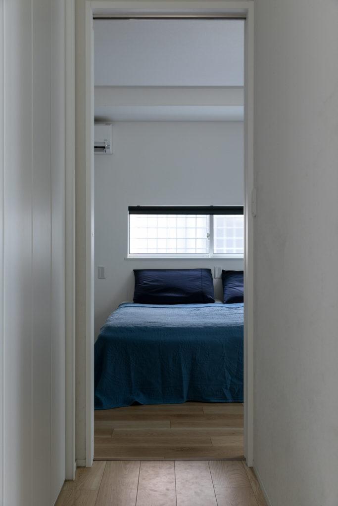 職場が都内にある西田さんと農家を営むご主人のそれぞれの生活リズムを考慮し、玄関からすぐにアクセスできるところに寝室を配置した。