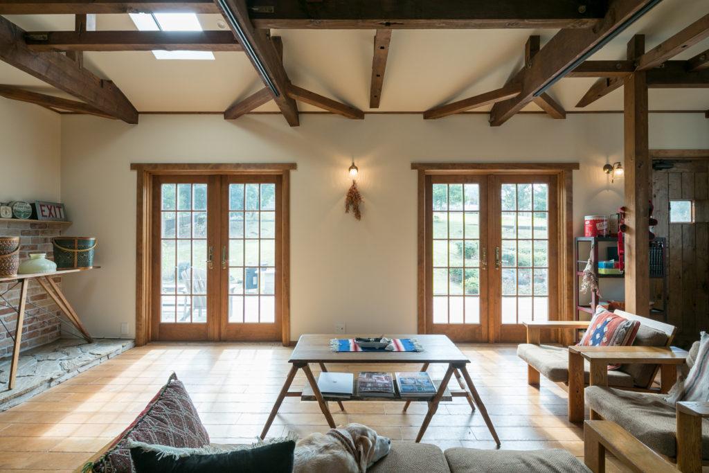 木製の窓はすべてアンダーセン社の二重サッシ。