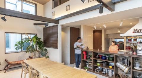 自宅がキッチンスタジオに バリ風インテリアで心地よい暮らし