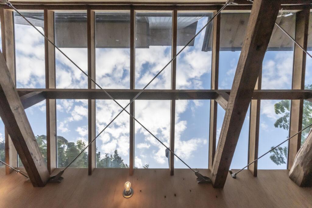 天窓を通して天候の変化をダイレクトに感じ取ることができる。