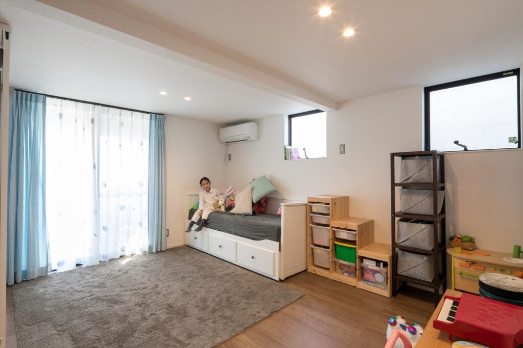 1階のスペースは、お子さん達がまだ小さいため、当面の間は仕切らずに広々としたプレイルームとして活用。