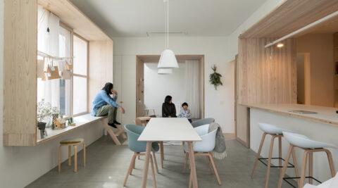 職住一体の建築家の自邸 ゆるやかに居場所をつなげ、仕事と生活の場をひとつに