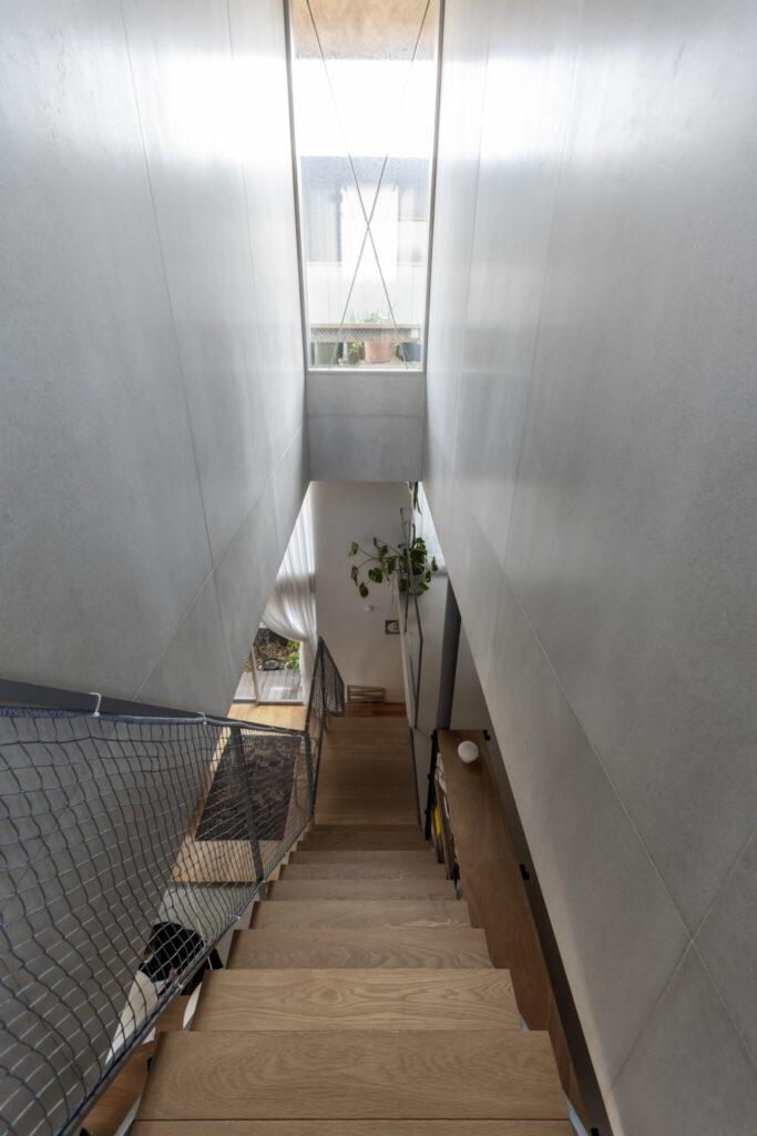 2階の寝室前から見下ろす。