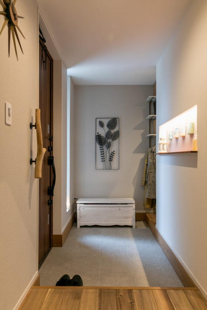 玄関の奥にもう一つ、家族用の入り口を設け、大容量のシューズインクローゼットとつながっている。
