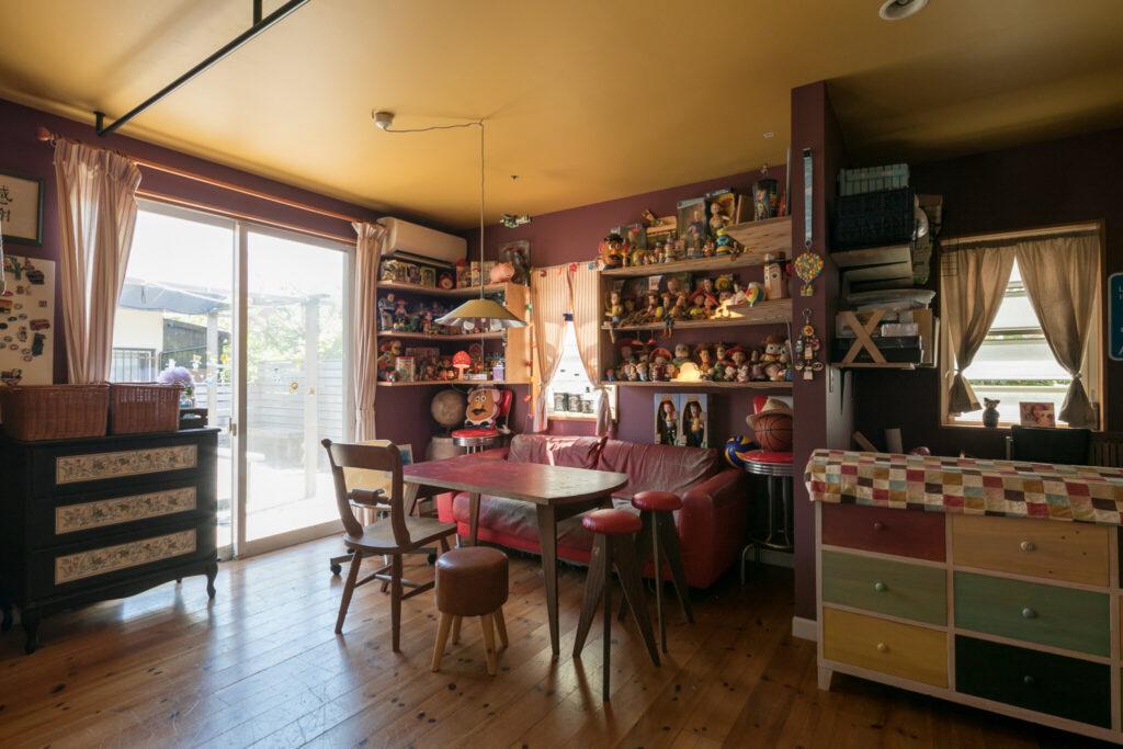 元々カウンターキッチンがあった西側の空間。キッチンがなくなり本来ある広さが活きる。