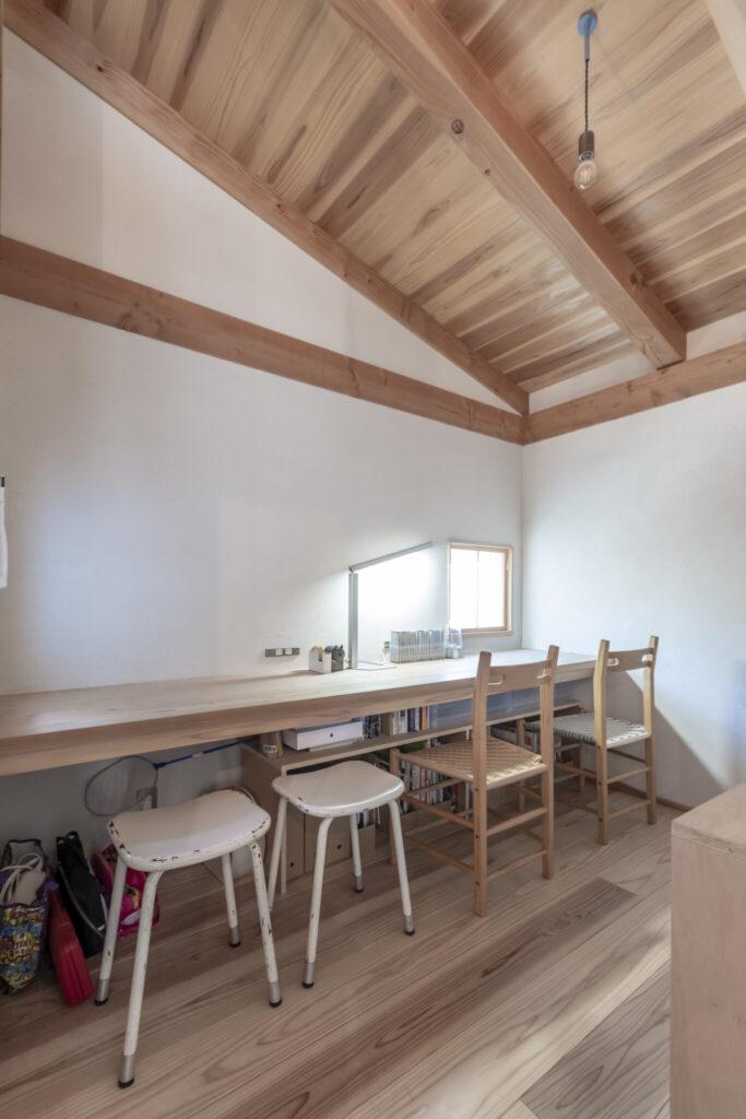 寝室の横に設けられた書斎的スペース。