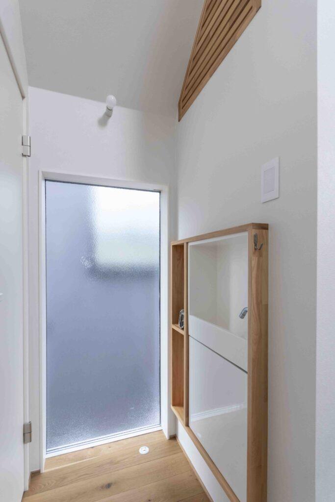 2階トイレ前に設置した造作の洗面スペース。